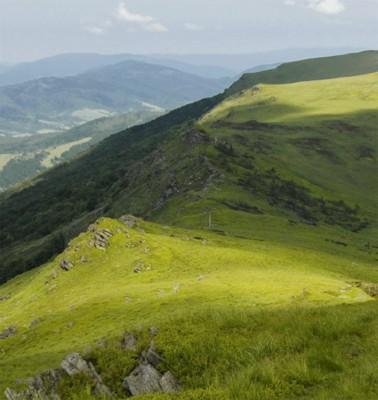 Гора Гостра, Полонина Рівна, а шлях до них — Руський