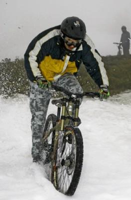 Сніг скрипить і під колесами